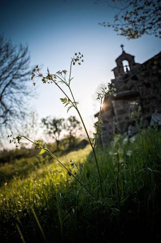 Lever de soleil sur la chapelle de Montbonnet, Haute-Loire