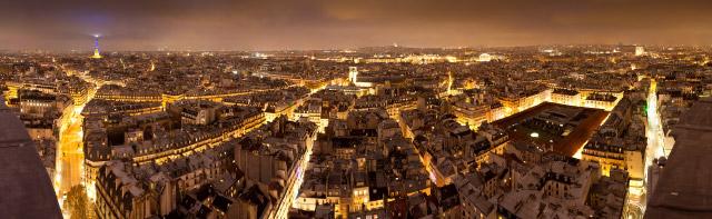 Vue panoramique de Paris de nuit